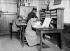 Guerre 1914-1918. Officier chargé du matériel secondé par une femme. France. 1916.       © Jacques Boyer/Roger-Viollet