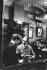 Magasin du chausseur Lobb. Londres (Angleterre), Saint James Street, 1959. © Jean Mounicq/Roger-Viollet