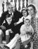 Le prince Rainier de Monaco et la princesse Grace avec leurs enfants, Albert, Caroline, et Stéphanie. Avril 1966. © TopFoto / Roger-Viollet