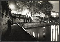 Banks of the river Seine and the Pont Neuf. Paris, 1957. © Jean Mounicq / Roger-Viollet