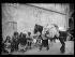 """Guerre d'Espagne (1939-1936). """"La Retirada"""". Réfugiés espagnols au Perthus (Pyrénées-Orientales), fin janvier 1939. Photographie Excelsior. © Excelsior - L'Equipe / Roger-Viollet"""