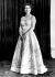 La reine Elisabeth II (née en 1926), portant sa robe de couronnement créée par Sir Norman Bishop Hartnell (1901-1979), couturier britannique, juin 1953. © TopFoto/Roger-Viollet