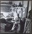 Ossip Zadkine assis dans son atelier vers 1960