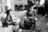 Le président John F. Kennedy assis dans son rocking chair avec madame Indira Gandhi, à la Maison Blanche. Washington, 26 mars 1962. © TopFoto/Roger-Viollet