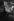 Femme dans un pub. Londres (Angleterre), 1955. Photographie de Jean Marquis (né en 1926). © Jean Marquis/Roger-Viollet