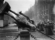World War I. Liberation of the Alsace-Lorraine region. Knocked over statue of the Emperor Wilhelm I. Metz (France), on December 8, 1918. © Maurice-Louis Branger/Roger-Viollet