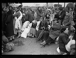 """Guerre d'Espagne (1936-1939). """"La Retirada"""". Des réfugiés attendent, à la gare de Boulou-Perthus, avant d'être dirigés vers un centre en France. 2 février 1939. Photographie Excelsior. © Excelsior - L'Equipe / Roger-Viollet"""