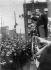 Theodore Roosevelt (1858-1919), homme d'Etat américain, président des Etats-Unis, s'adressant à la foule.   © Albert Harlingue / Roger-Viollet