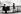 Jeune fille faisant du patin à roulettes sur le pont des Arts et observant un vieil homme jouer de l'orgue de barbarie. Paris, dans les années 1950-1960. © Harold Chapman/The Image Works/Roger-Viollet