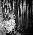 """Line Renaud (née en 1928) dans la revue """"Plaisir"""". Paris, Casino de Paris, décembre 1959. © Studio Lipnitzki / Roger-Viollet"""