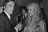Alain Delon (né en 1935), acteur français, et Sylvie Vartan (née en 1944), chanteuse française. Paris, Olympia, septembre 1972.  © Patrick Ullmann/Roger-Viollet