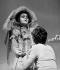 """""""La Folle de Chaillot"""" de Jean Giraudoux. Mise en scène de Gérard Vergez. Edwige Feuillère et Hervé Bellon. Paris, théâtre de l'Athénée, janvier 1975. © Angelo Melilli / Roger-Viollet"""