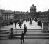Le pont des Arts et le palais de l'Institut. Paris (VIème arr.), vers 1865-1870. Détail d'une vue stéréoscopique. © Léon et Lévy/Roger-Viollet