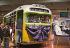 Bus de Montgomery (Alabama) dans lequel Rosa Parks, noire américaine, a été arrêtée en 1955 pour avoir refusé de céder sa place à une homme blanc. Le bus est drapé de noir en commémoration de sa mort le 24 octobre 2005. Dearborn (Michigan), Henry Ford museum. Photo : Jim West.      TIW-CA27AB25 .. © The Image Works / Roger-Viollet