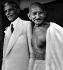 Le Mahatma Gandhi (1869-1948), homme politique indien et Mr Jinnah, après des entretiens entre Hindous et  Musulmans. © TopFoto/Roger-Viollet