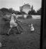 Jeune femme dans une cour de ferme. France, vers 1935. © Gaston Paris / Roger-Viollet