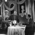"""""""Les croulants se portent bien"""", film de Jean Boyer. Jean Boyer dirigeant Sophie Daumier et Pierre Dux. France, 2 mars 1961. © Alain Adler / Roger-Viollet"""