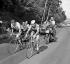 Jacques Anquetil (à gauche) et Raymond Poulidor, coureurs cyclistes français. Tour de France 1964.  © Roger-Viollet