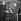 Louis Mountbatten de Birmanie (1900-1979) remettant un trophée à Eric Tabarly (1931-1998), navigateur français, après sa victoire lors de la course transatlantique en solitaire. Londres, 24 novembre 1964. © TopFoto/Roger-Viollet