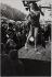 Fêtes et spectacles à Paris. La Foire du Trône. Paris (XIIème arr.), 1952. Photographie de Jean Marquis (né en 1926). Bibliothèque historique de la Ville de Paris. © Jean Marquis/BHVP/Roger-Viollet