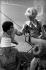 """Catherine Deneuve (née en 1943) et Françoise Dorléac (1942-1967), actrices françaises, pendant le tournage des """"Demoiselles de Rochefort"""", film de Jacques Dem. France, 1966. Photographie de Georges Kelaïditès (1932-2015). © Georges Kelaïditès / Roger-Viollet"""