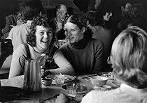Meal of students during the grape harvest in Burgundy. 1973.  Photograph by Janine Niepce (1921-2007). © Janine Niepce / Roger-Viollet