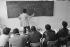 Cours d'alphabétisation pour travailleurs immigrés. France, dans les années 1980. © Georges Azenstarck / Roger-Viollet