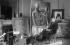 Giorgio De Chirico (1888-1978), peintre italien, devant ses oeuvres. © Studio Lipnitzki/Roger-Viollet