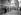 Ouvriers étrangers, dont des Chinois, à l'entrée des usines Renault. Boulogne-Billancourt (Hauts-de-Seine), vers 1925-1930. © Albert Harlingue / Roger-Viollet