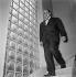 Jean-Pierre Melville (1917-1973), cinéaste français, vers 1956. © Gaston Paris / Roger-Viollet