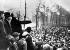 Révolution allemande. Manifestation de protestation. Karl Liebknecht, homme politique et révolutionnaire allemand pendant un discours. Berlin, Tiergarten, 25 décembre 1918. © Ullstein Bild / Roger-Viollet