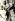Nelson Mandela (1918-2013), homme politique sud-africain, à sa sortie de prison, avec son épouse Winnie Mandela (née en 1936), 1990. © TopFoto / Roger-Viollet