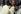 Le mahatma Gandhi (au centre), homme politique indien, en compagnie de sa petite-fille et l'épouse de son petit-neveu. Maison de Birla. Delhi (Inde), janvier 1948. © Ullstein Bild/Roger-Viollet
