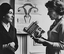 Catherine Valabrègue greeting a woman at the French Movement for Family Planning. Paris, 1960's. Photograph by Janine Niepce (1921-2007). © Janine Niepce / Roger-Viollet