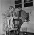 """""""Sois belle et tais-toi"""", film de Marc Allégret. Anne Colette et Alain Delon. France, 26 décembre 1957. © Alain Adler / Roger-Viollet"""