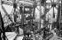 Exposition universelle de 1900, Paris. La plate-forme du deuxième étage de la tour Eiffel.      © Neurdein/Roger-Viollet