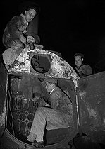 Vocational training centre of the SNCF, French railway company : apprentices working on a locomotive. Villeneuve-Saint-Georges (France), March 1944. © LAPI / Roger-Viollet