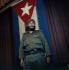 Fidel Castro (1926-2016), homme d'Etat et révolutionnaire cubain, devant le drapeau national, 15 juin 1964. © Jung / Ullstein Bild / Roger-Viollet