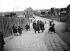 Sortie d'école à Ivry-sur-Seine (Val-de-Marne), 1892.  © Henri Roger/Roger-Viollet