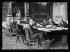 """Guerre 1914-1918. Le comité de rédaction du traité de Paix en séance au ministère des Affaires étrangères, le 4 juin 1919. De gauche à droite, autour de la table : M. Malkin (Grande-Bretagne), MM. Ricci-Busatti et Tosti (Italie), M. Fromageot (France), président du comité de rédaction, M. Nagaoka (Japon), M. Brown-Scott (Etats-Unis), M. Hurst (Grande-Bretagne). Photographie parue dans le journal """"Excelsior"""" du jeudi 5 juin 1919. © Excelsior - L'Equipe / Roger-Viollet"""