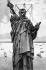 """Anonyme. Construction de la """"Liberté éclairant le monde"""", plus connue sous le nom de """"Statue de la Liberté"""", due à l'architecte Frédéric Auguste Bartholdi (1834-1904. New York (Etats-Unis), 1886. © Ullstein Bild / Roger-Viollet"""