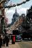 Rue décorée à l'occasion du couronnement de la reine Elisabeth II (née en 1926). Londres (Angleterre), 2 juin 1953. © TopFoto/Roger-Viollet