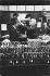 Magasin du tailleur Gieve. Utilisation d'un instrument destiné à prendre la mesure de la tête du client. Londres (Angleterre), 27 Old Bond Street, 1959. © Jean Mounicq/Roger-Viollet