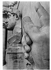 """Après-guerre. Vestiges du """"colosse de Constantin"""", statue acrolithe de l'Empereur Constantin Ier (272-337), empereur romain, autrefois placée dans la basilique de Maxence et Constantin, sur le Forum Romain. Rome (Italie), place du Capitole, musées du Capitole, cour du Palais des Conservateurs, vers 1950. © Jean Mounicq/Roger-Viollet"""