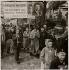 Manifestation pour le versement de pensions militaires reconnues aux familles des immigrés morts pour la France. Manifestant brandissant un portrait de Missak Manouchian (1906-1944), poète arménien et immigré résistant mort fusillé par l'armée allemande. © Archives Manouchian / Roger-Viollet