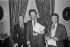 Pierre Bellemare (1929-2018), avec les frères Jean-Paul Rouland (né en 1928) et Jacques Rouland (1930-2002), animateurs de radio et télévision français. © Jacques Cuinières / Roger-Viollet