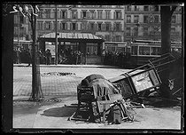 World War One. Newsstand demolished by a German shell. Paris, late March 1918. © Excelsior – L'Equipe/Roger-Viollet