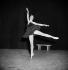 """""""Le Lac des cygnes"""", ballet composé par Piotr Ilitch Tchaïkovski. """"Le Cygne noir"""". Rosella Hightower. Ballets Cuevas. Paris, 1951. © Boris Lipnitzki / Roger-Viollet"""