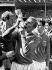 Coupe du monde de football 1966 à Wembley. Finale gagnée par l'Angleterre contre l'Allemagne de l'Ouest 4-2. Le capitaine anglais Bobby Moore embrassant la Coupe Jules Rimet (trophée de la Coupe du monde de football). A sa droite : Geoff Hurst qui marqua trois buts. A sa gauche, Jack Charlton. Londres (Angleterre), 30 juillet 1966. © TopFoto / Roger-Viollet