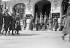 Le 152ème RI défilant devant le maréchal Pétain et l'amiral Darlan avant de quitter Vichy en 1942. Sur les marches, 2ème à partir de la droite : le général Revers, chef du cabinet militaire de Darlan en 1942 puis chef dans la Résistance en 1943. © Albert Harlingue/Roger-Viollet